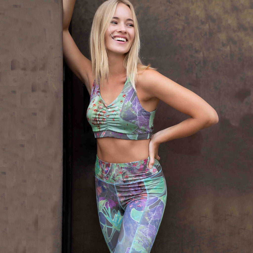 "Valerie Huber in Cropped Top Mila,  legging Paris, Allover Print ""City Bloom"""