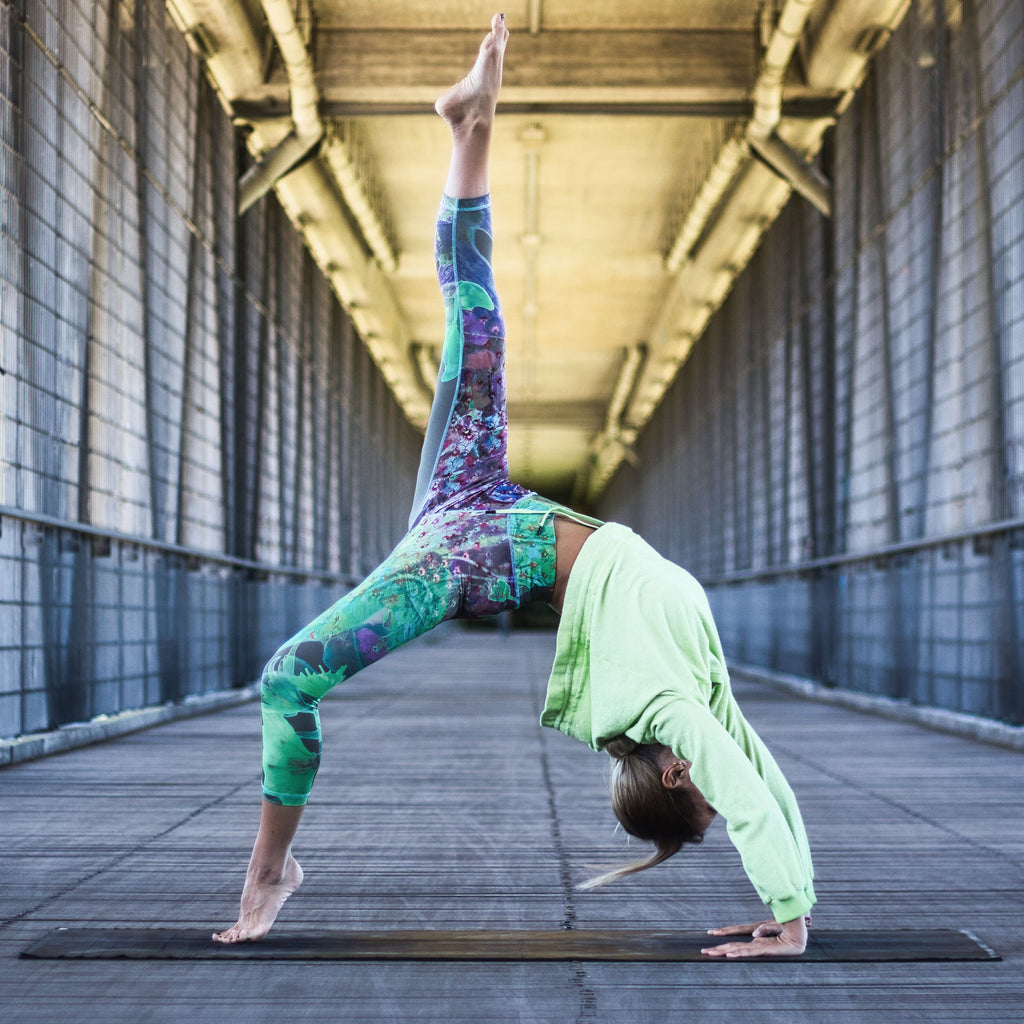 Eva Kuperion in Yoga Legging PARIS, Allover Print City Bloom
