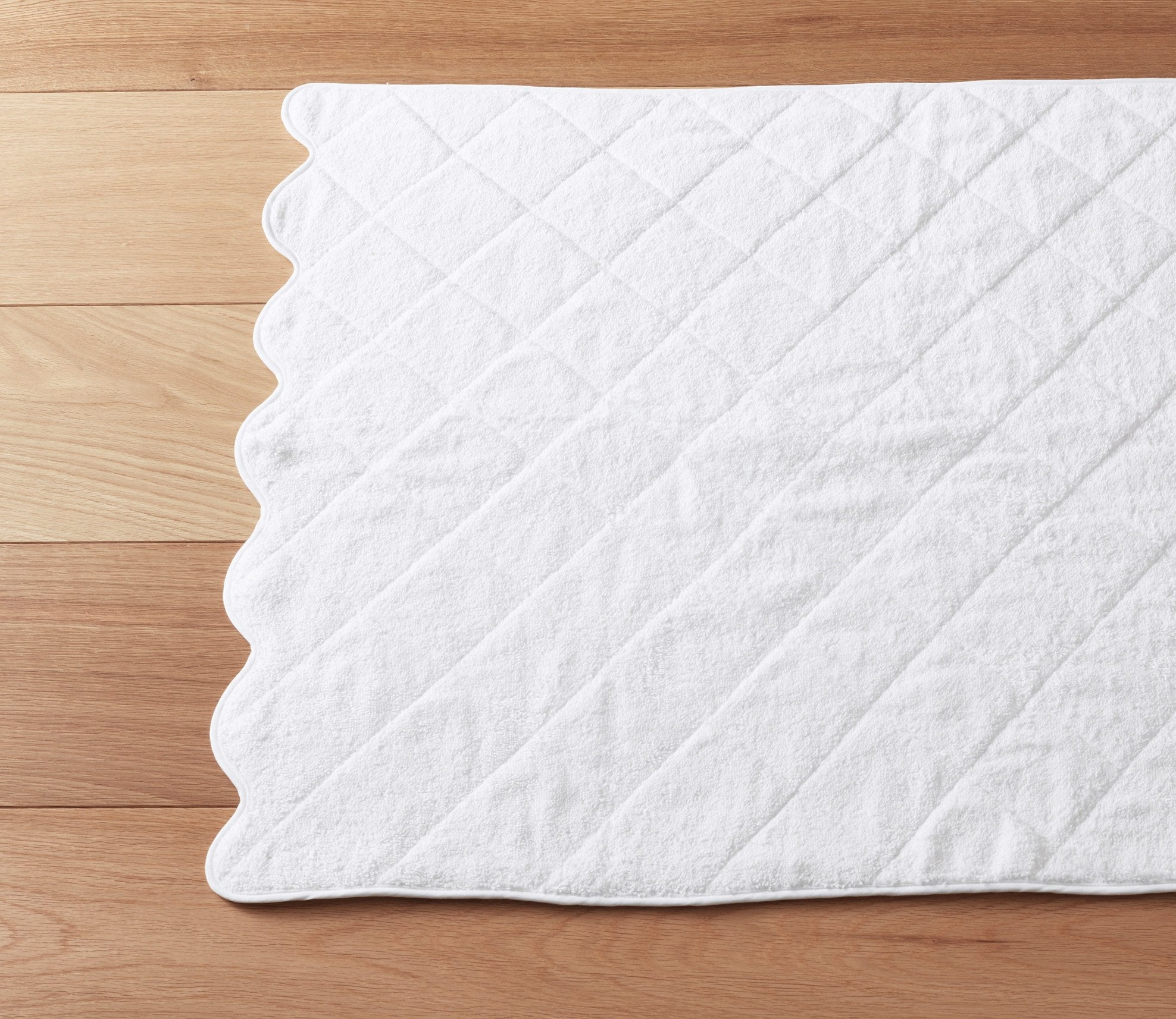 Scallop Bath Mat White Product Image 1