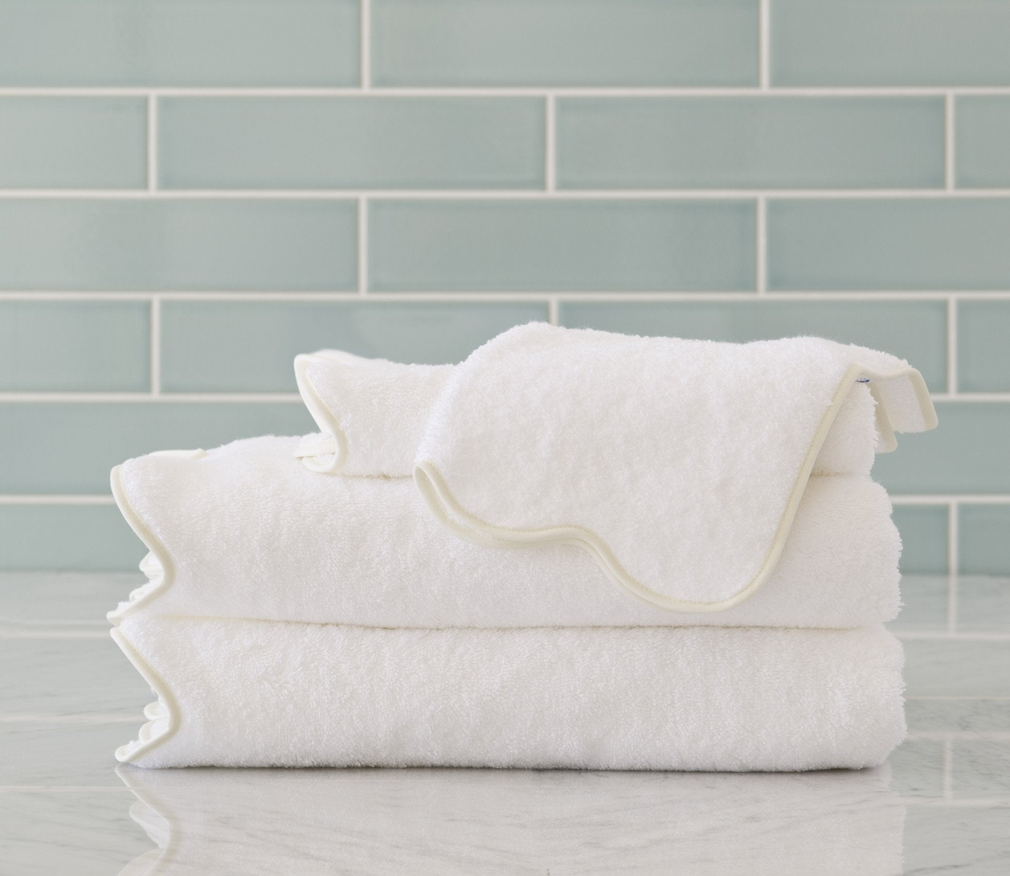 Scallop Bath Towel Ivory Product Image 1