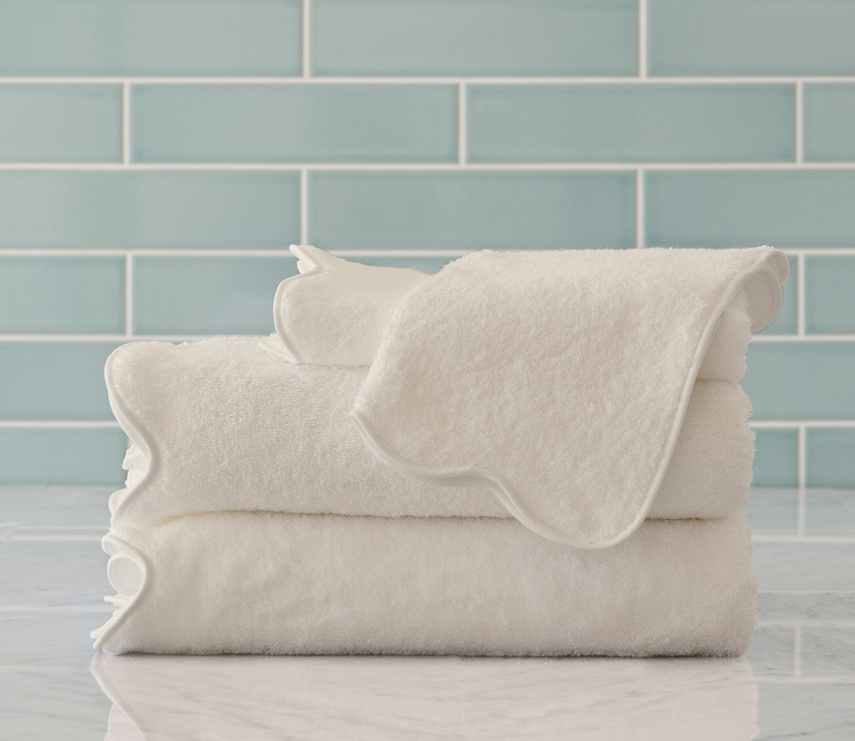 Scallop Ivory Bath Towels Product Image 1