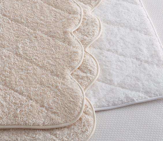 Scallop Bath Mat White Product Image 2