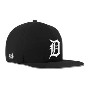 Detroit Tigers Noir Nap Cap Plush Dog Bed