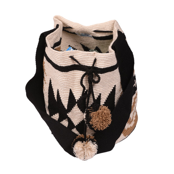 Front of Wayuu style beach bag