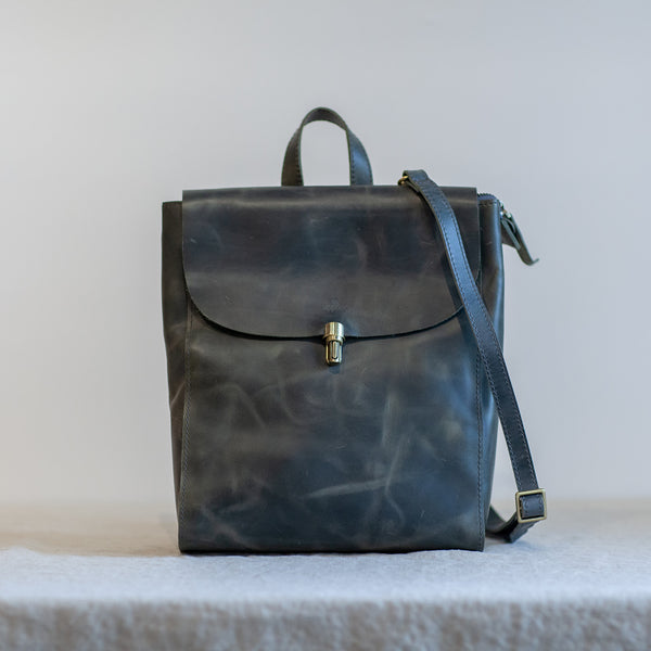 Voyage Classic Backpack - Distressed Grey