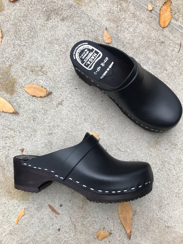Haga Toffeln Black Swedish Clogs