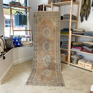 ON HOLD WYN 1978 Handwoven Vintage Rug 2'11x8'11