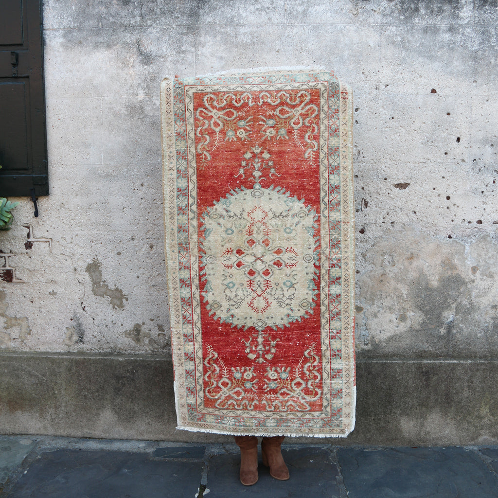 ON HOLD 3090 Handwoven Vintage Rug 2'8x5'2