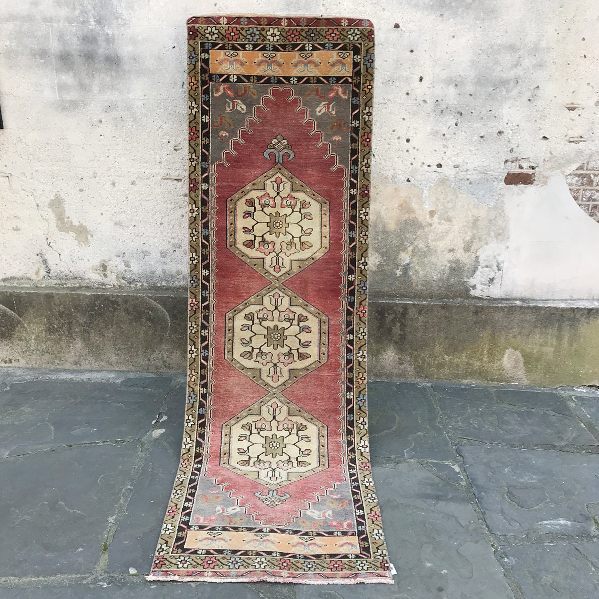 This handwoven vintage Turkish runner is very pretty - çok güzel! 32.5x106