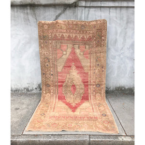 vintage taspinar Turkish rug