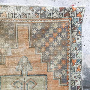 E6 Pervin Handwoven Vintage Rug 3'6x7'4