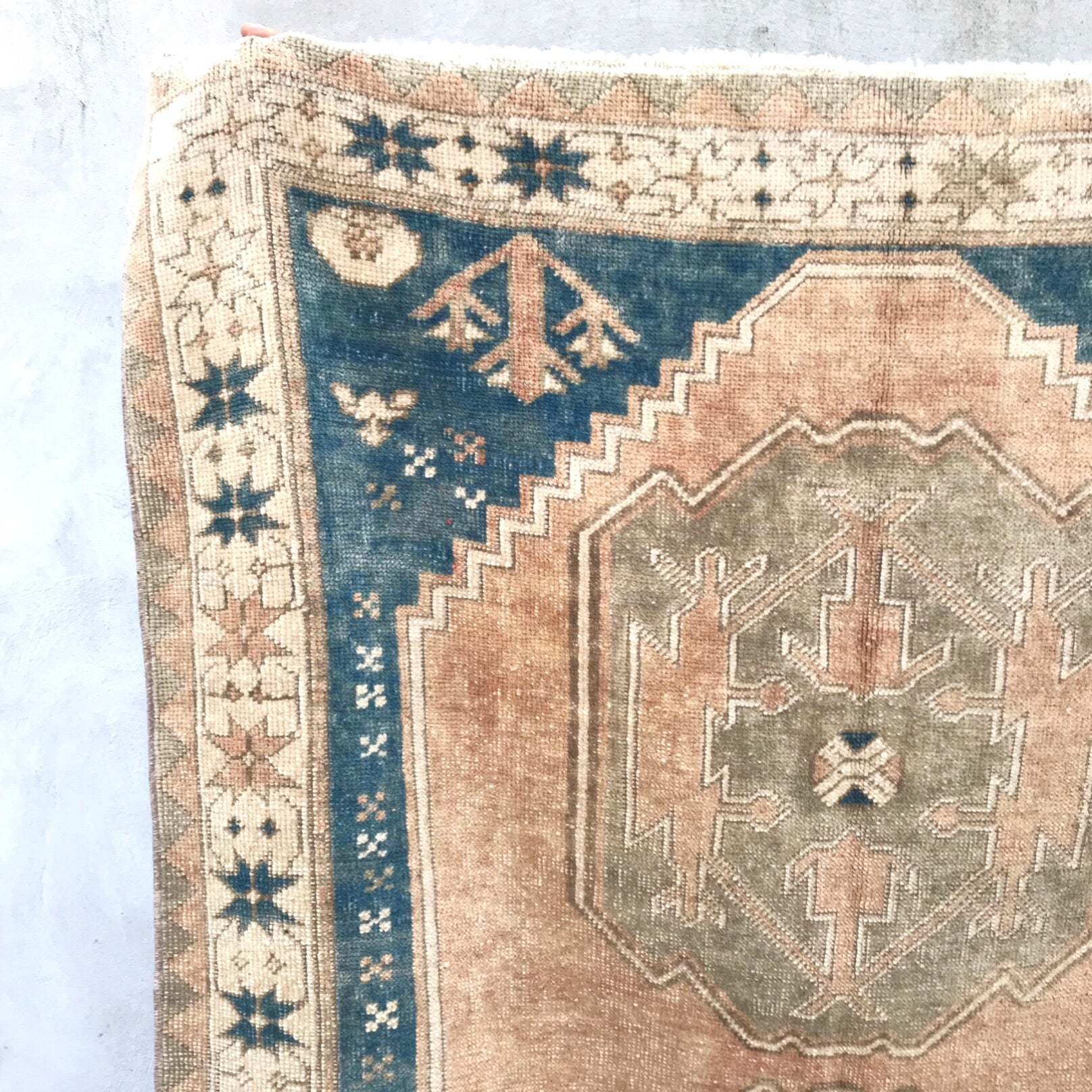 This Kars Yörük vintage Turkish rug has beautiful blush, blue, and neutrals in a tribal design. 4'1x6'8