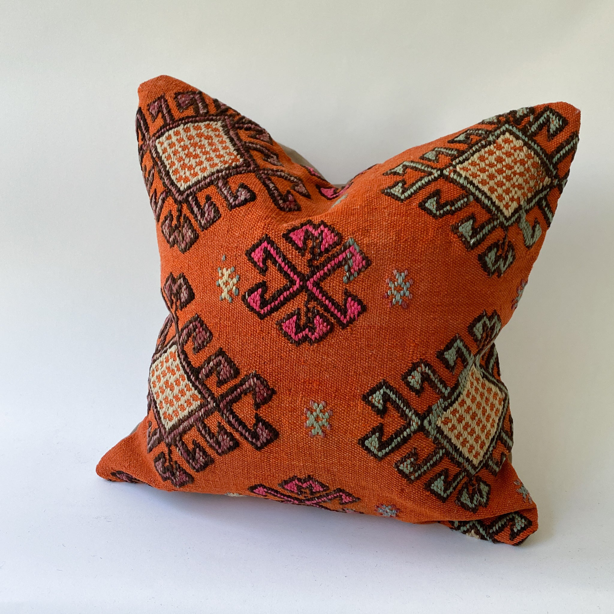 049 Pillow Pair 19x19
