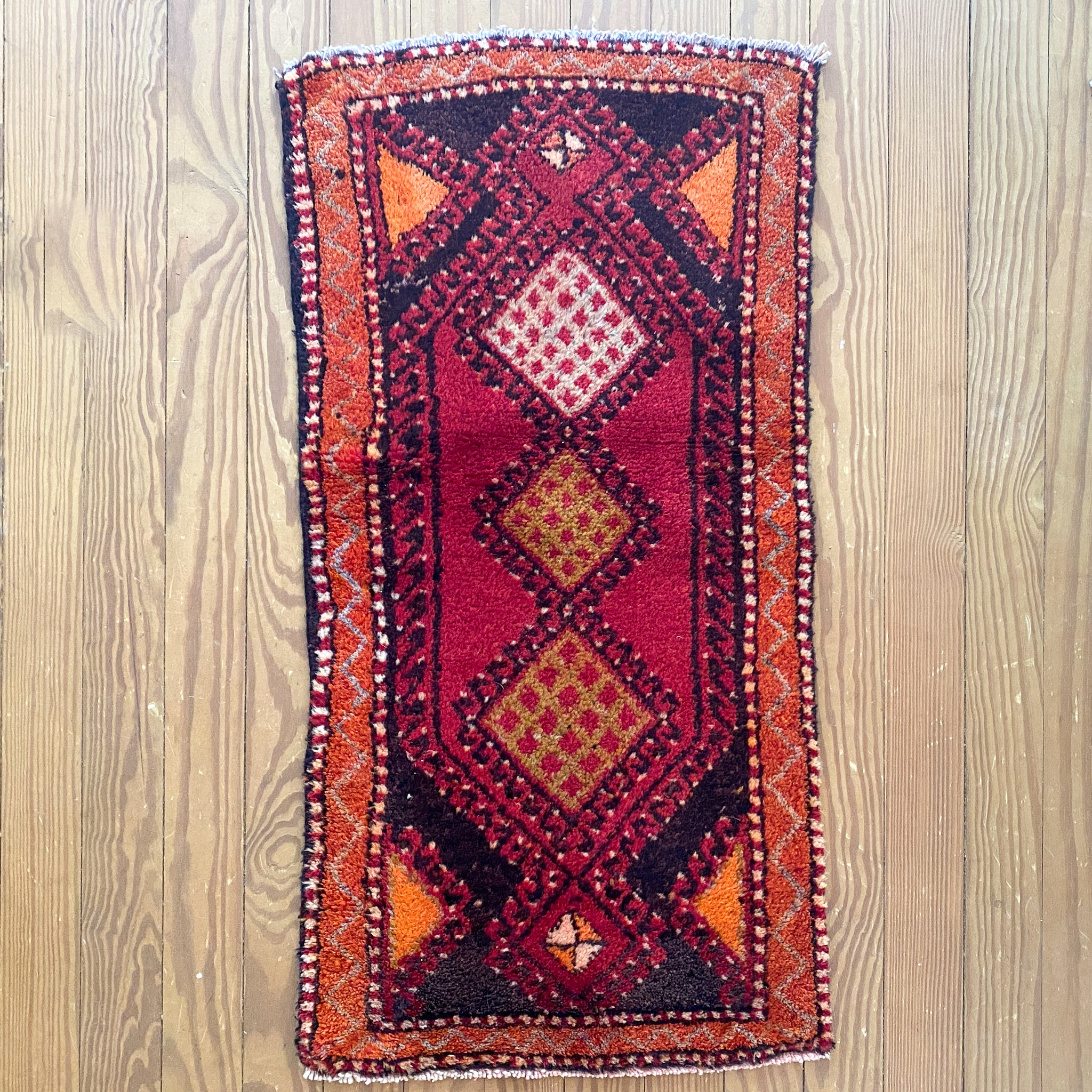 NT22 Handwoven Vintage Rug 1'9x3'4