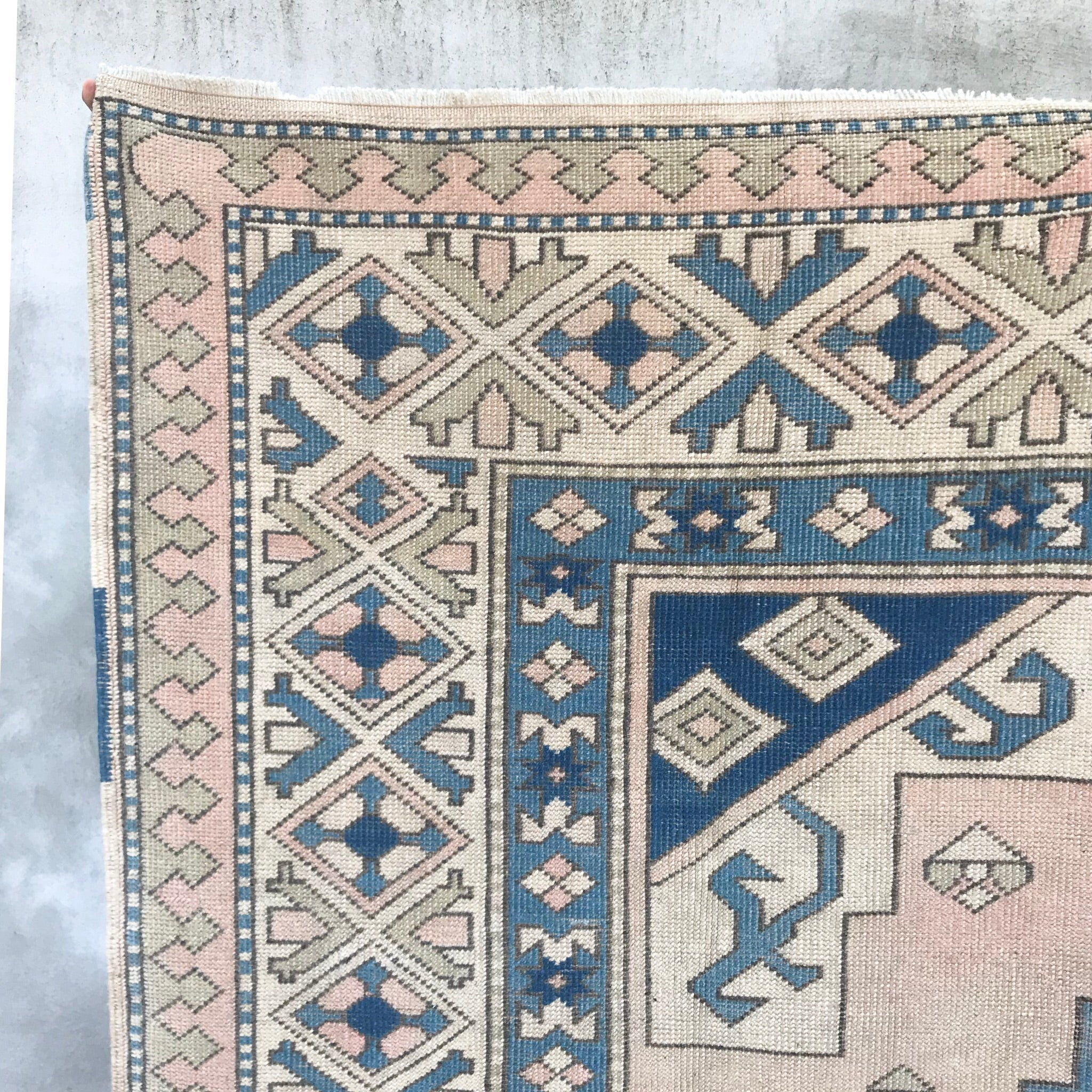 https://zumaimports.com/products/159-5-1x9-3-handwoven-vintage-rug