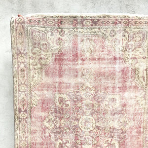 This vintage Turkish runner is an amazing warm pink with some fushia accents on a cream background. It's elegant and simply stunning! 3'2x11