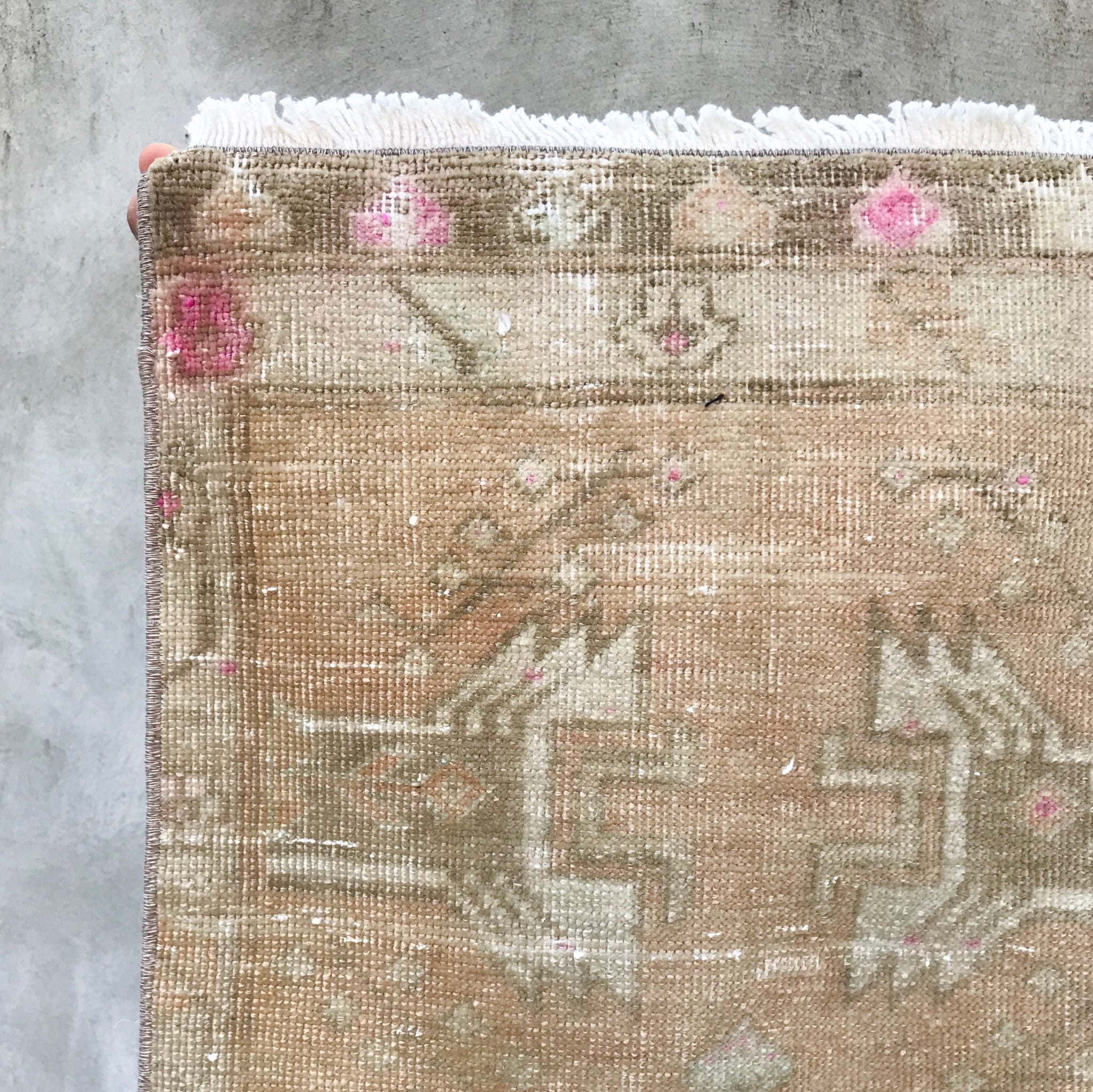 This vintage Yastik has beautiful neutral colors with pops of pink.  Great for entryways, bathrooms, kitchens and layering. 1'6x3'6
