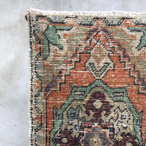 257 Small Handwoven Vintage 1'5x2'8
