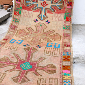 This handwoven vintage Turkish runner has an amazing design and stunning color. Herki.