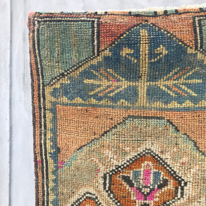 vintage turkish rug yastik