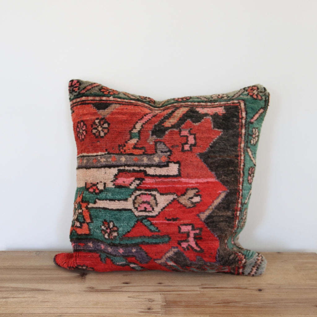 Zeliha 04 Pillow 20x20
