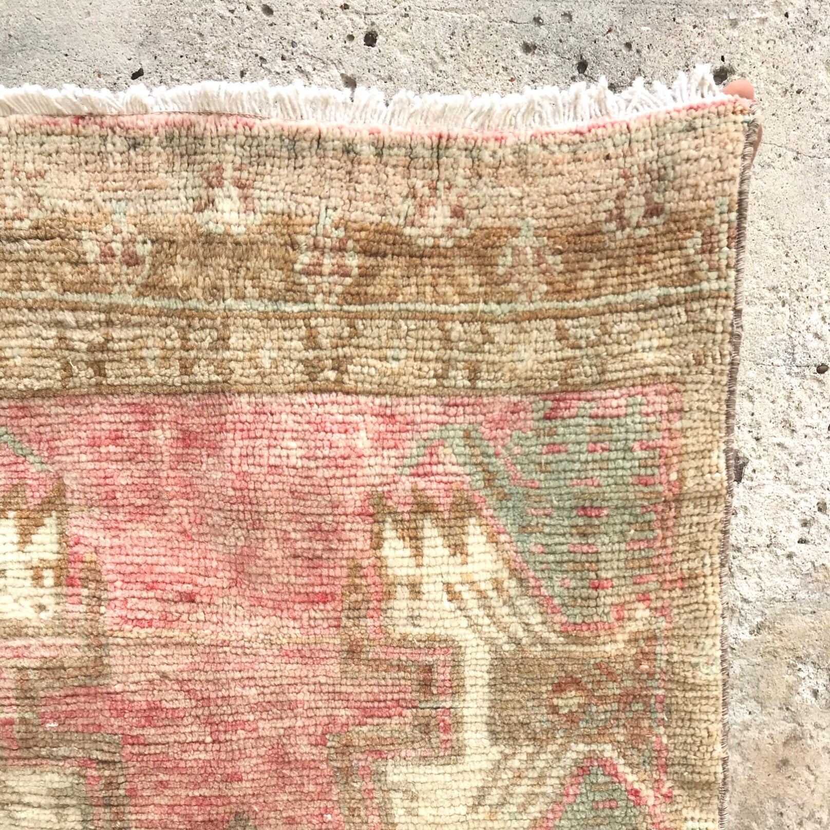 This vintage Yastik has a beautiful color change.  Pink and peach with red and neutral accents. Great for entryways, bathrooms, kitchens and layering. 2x3'6.