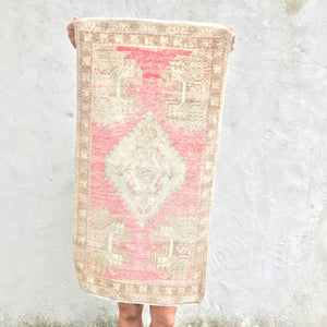 This vintage Yastik is a beautiful pink and has a super soft pile. Great for entryways, bathrooms, kitchens and layering. 1'6x2'11