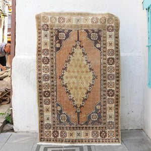 1061 Lale 3'8x5'9 Handwoven Vintage Rug