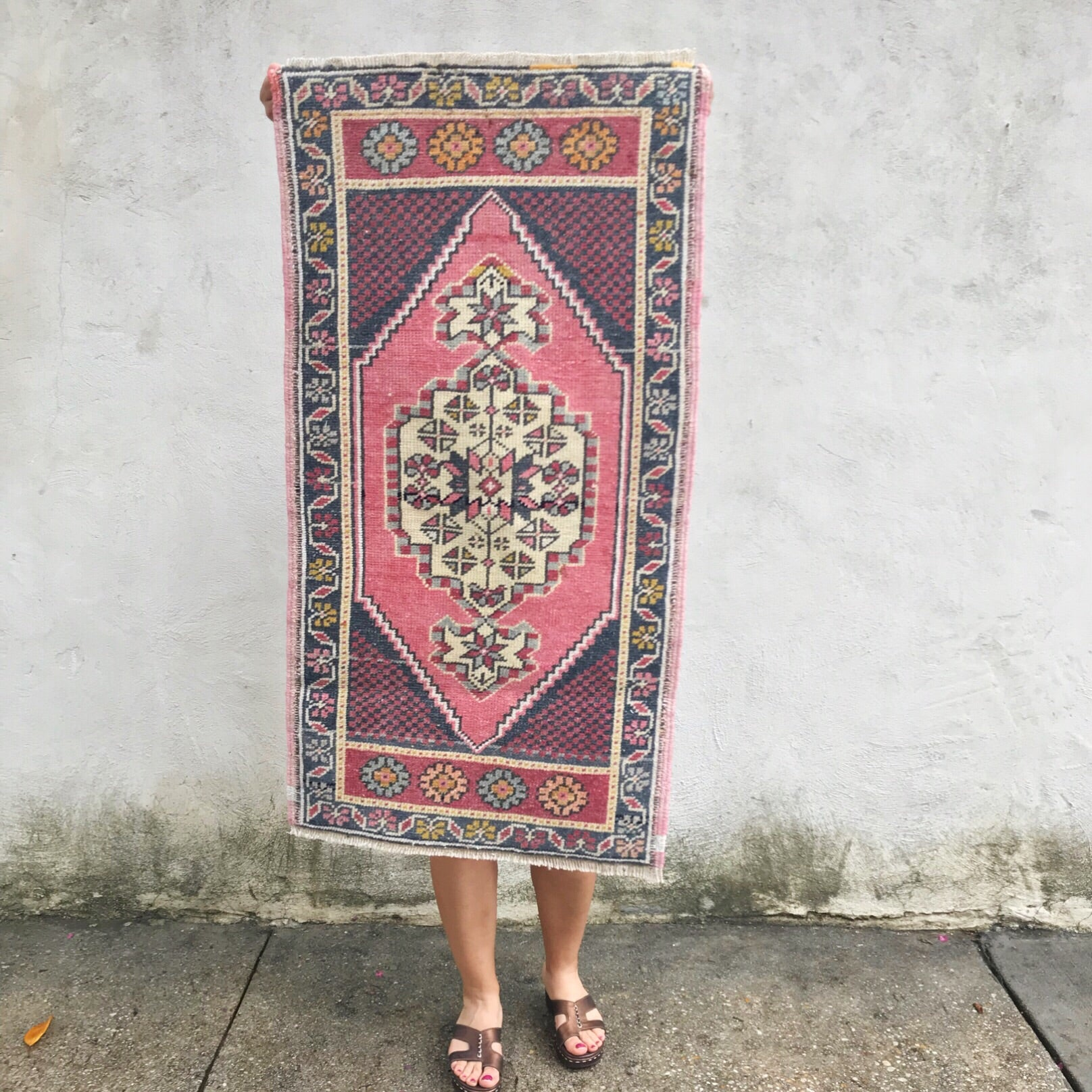 250 Small Handwoven Vintage 1'7x3'3