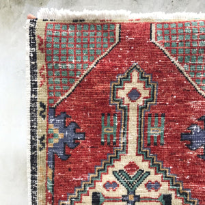 This vintage Yastik is red and teal in a geometric design. What's better than that combo? Great for entryways, bathrooms, kitchens and layering. 1'7x3'1