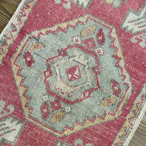 ON HOLD 2497 Handwoven Vintage Rug 1'8x2'9