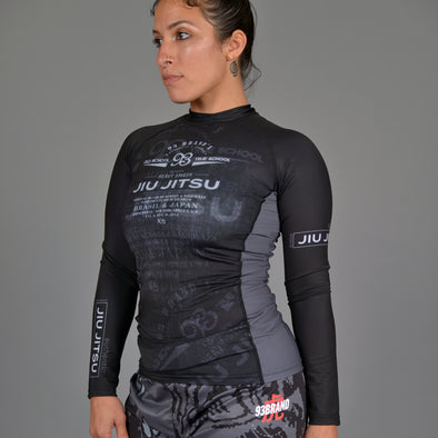 """Vintage 2.0"" Women's Rash Guard"