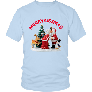 MerryKissmas Santa And Mrs. Claus Kissing Unisex T-Shirt light blue