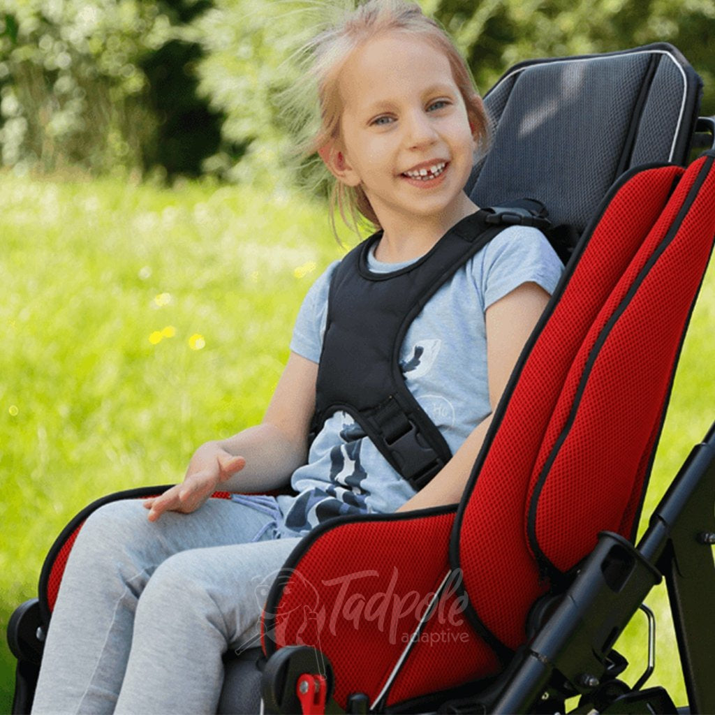 Little girl smiling and secure wearing positioning vest in her Thomashilfen EASyS Advantage.