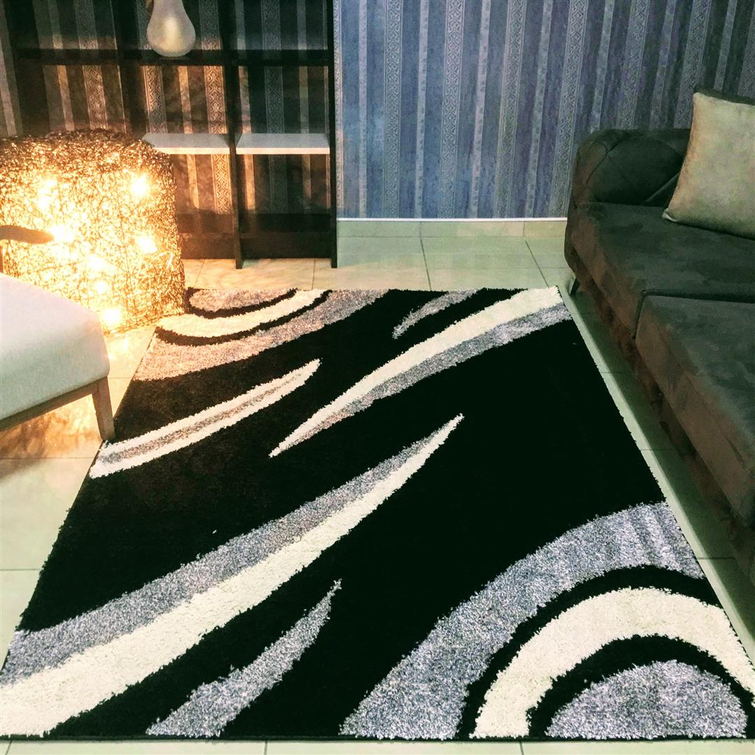 Allison Contemporary Abstract Black Area Rug, Size 2.3 x 1.6 M - NuvoItalia