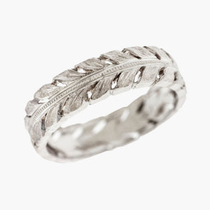 Classical Man's Hand-Chased Men's Wedding Band