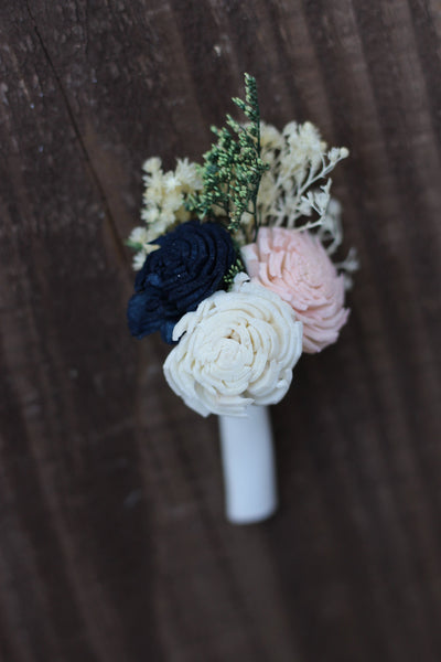 Groomsman boutonniere, groom boutonniere, sola flowers, rustic wedding, country wedding