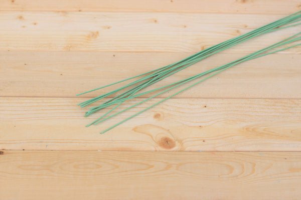 "18"" Green 18 Gauge Cloth Covered Floral Wire Stems (12 Count)"