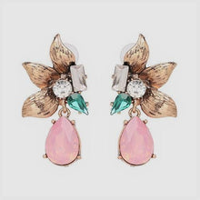 Load image into Gallery viewer, Elaina Flower Earrings