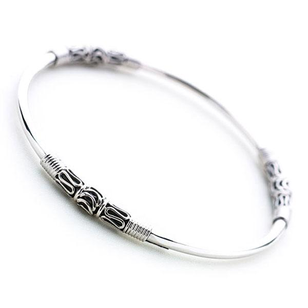 Silver band delicately accented with intricate Balinese silver wire and scrollwork detail bangle