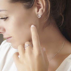 Model wearing 925 sterling silver cubic zirconia circle studs (E47621)