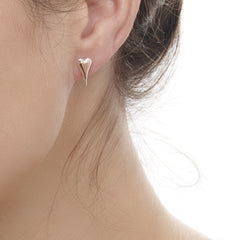 Model wearing 925 sterling silver elongated heart studs with middle heart of rose gold (E50901)