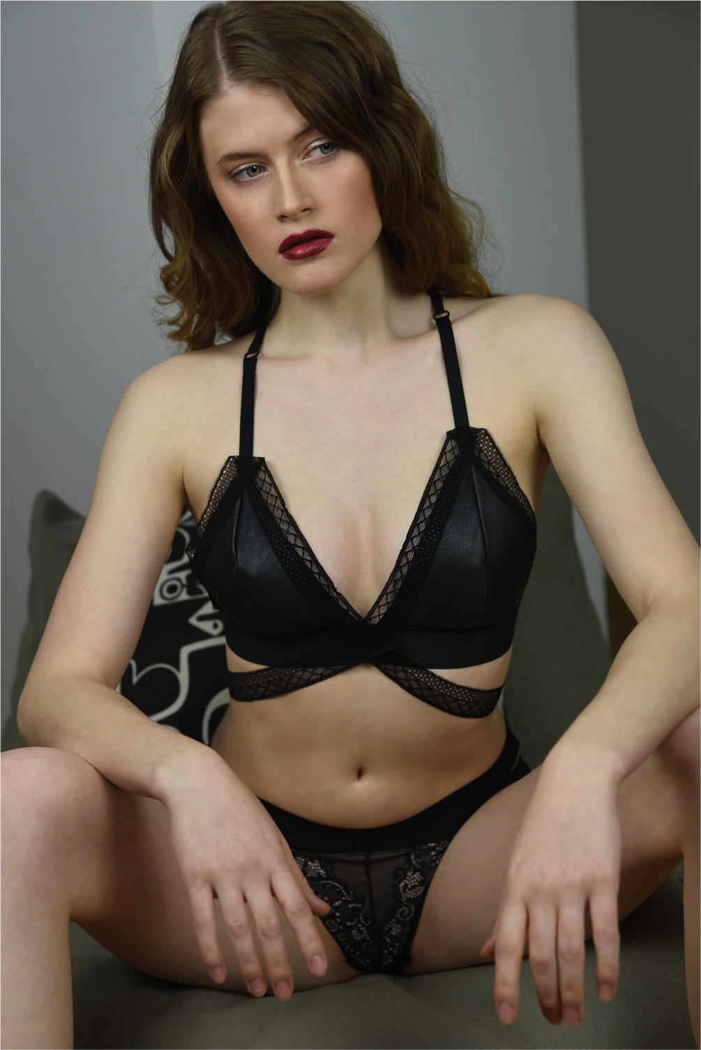 Sphynx Leather Bralette - Amoreze