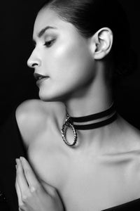 Icon leather choker with oversized ring - Amoreze