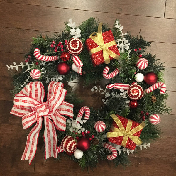 Christmas Candy Wreath, Candy Christmas Wreath, Wreath For Front Door Christmas, Red And White Christmas Wreath, Winter Christmas Wreath