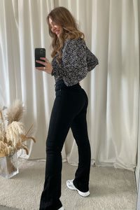 Shape High Waist Flared Jeans (Forudbestilling lev. uge 9/10) - Sort