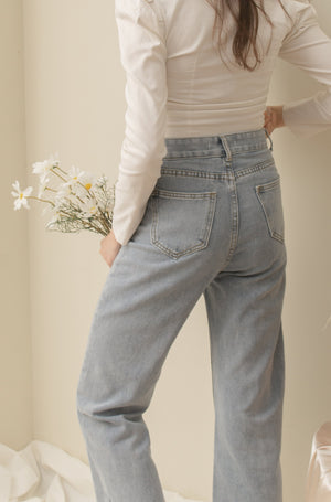 COCO Highwaisted Denim Jeans - Semi Light Wash