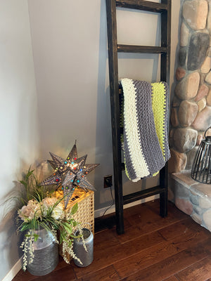 Vintage Farmhouse Blanket Ladder