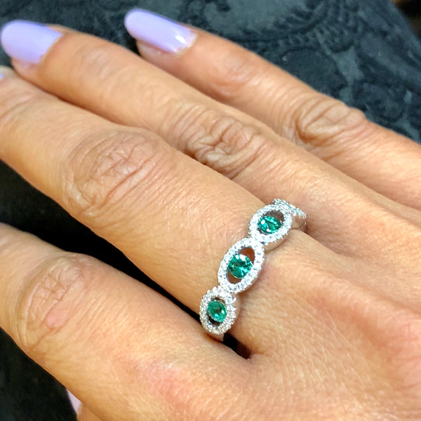 14K White Gold Diamond And Emerald Band Size 6.5 US