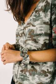 THE CHELSEA KING X S+T SCRUNCHIE IN COOL CAMO